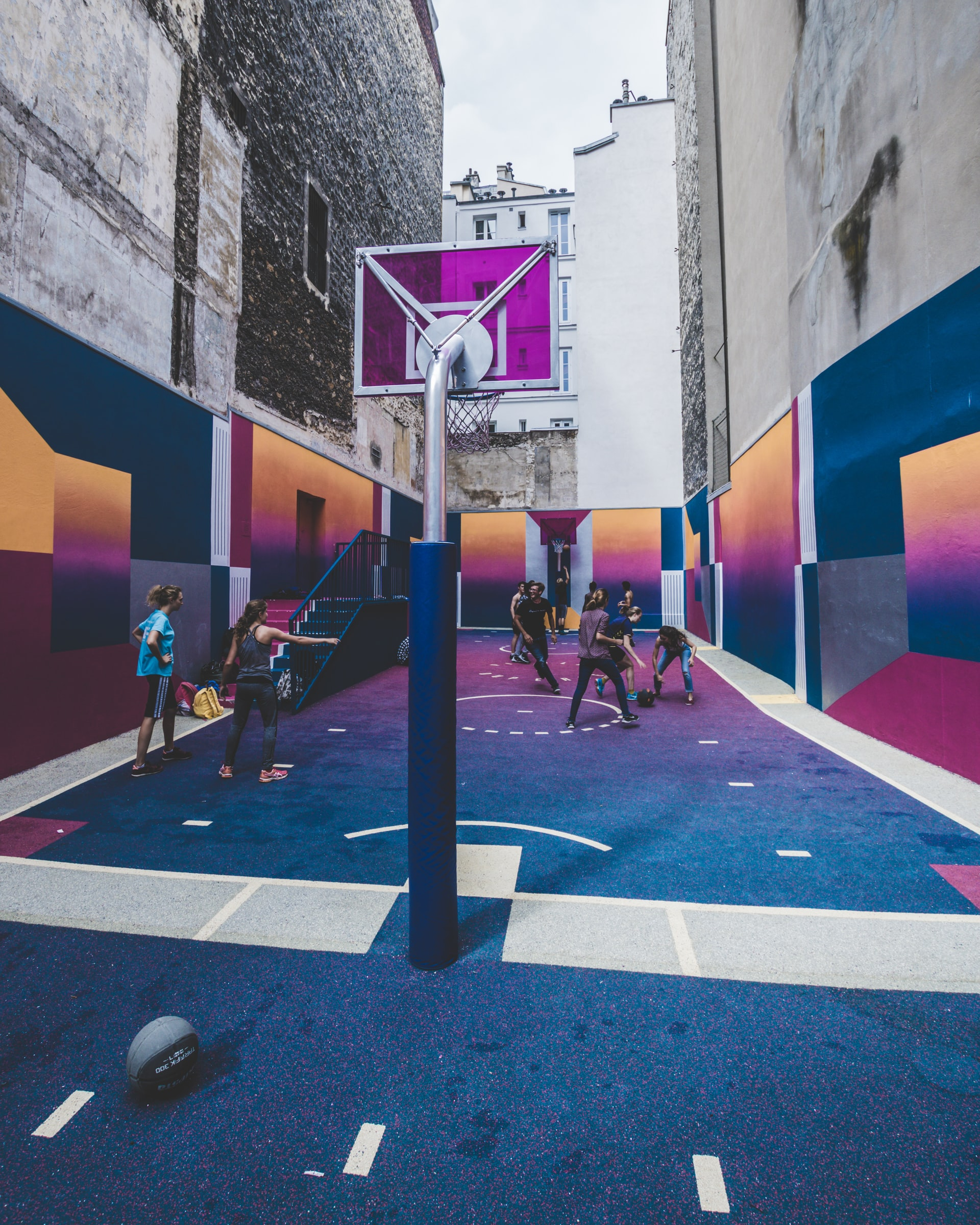 USA TODAY Launches the Brackets Competition with AR Hoops Experience