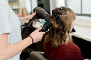 Amazon to Set Up Hair Care Salons in London Equipped with AR Tools