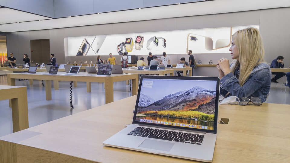Apple's customers can now visit Apple's first retail store in augmented reality